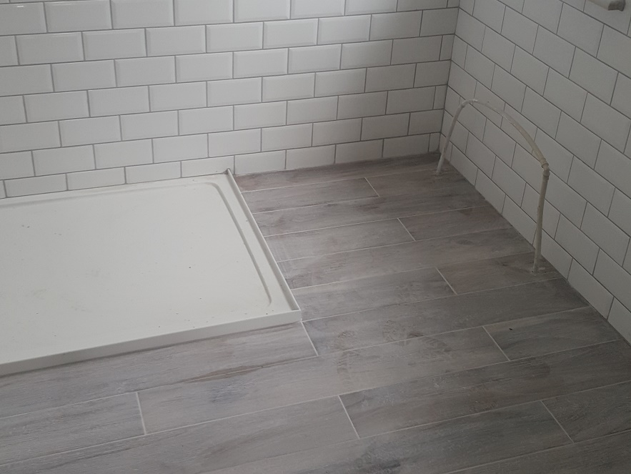 CERAMIC TILES FOR BATHROOMS